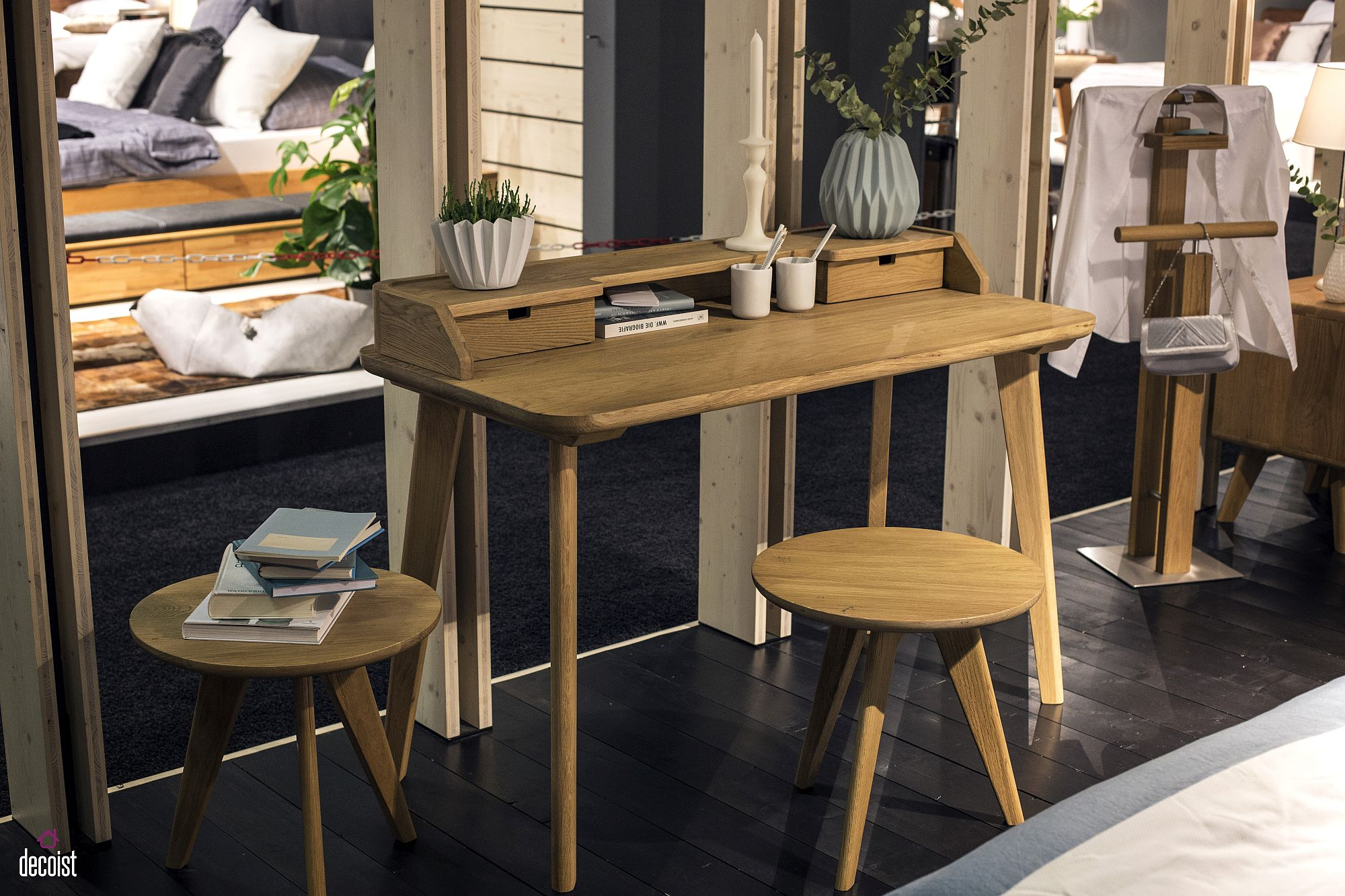 Space-savvy workdesk from Hasena