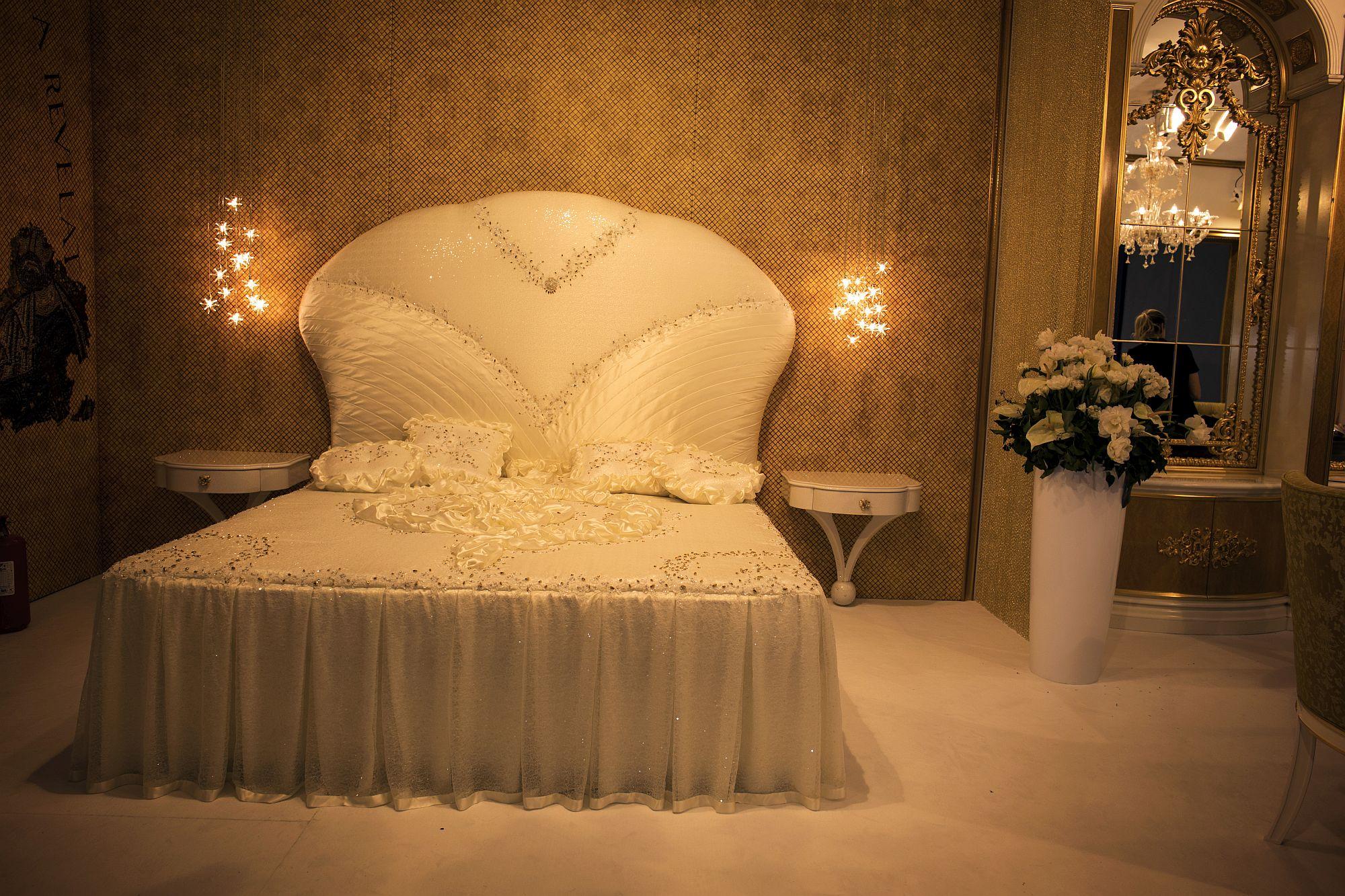 Sparkling-bedside-lights-also-save-up-space