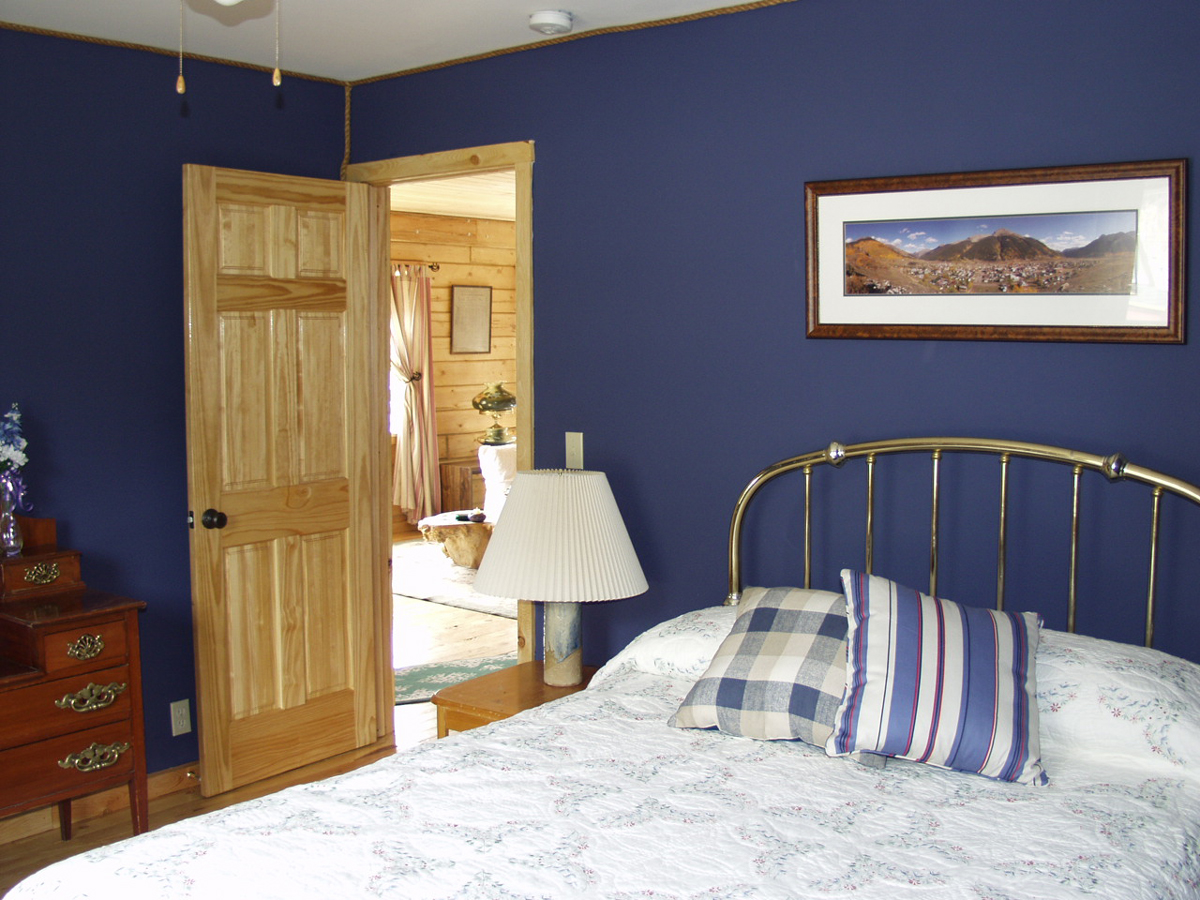 Spice-up-a-traditional-bedroom-with-indigo-interior