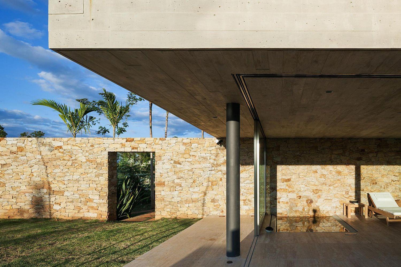 Stone-and-concrete-create-a-unique-fusion-of-materials