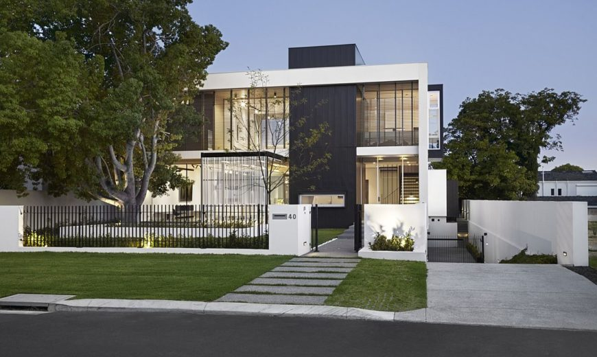 Seamless Fusion of Open Spaces: Contemporary and Minimal Gallery House