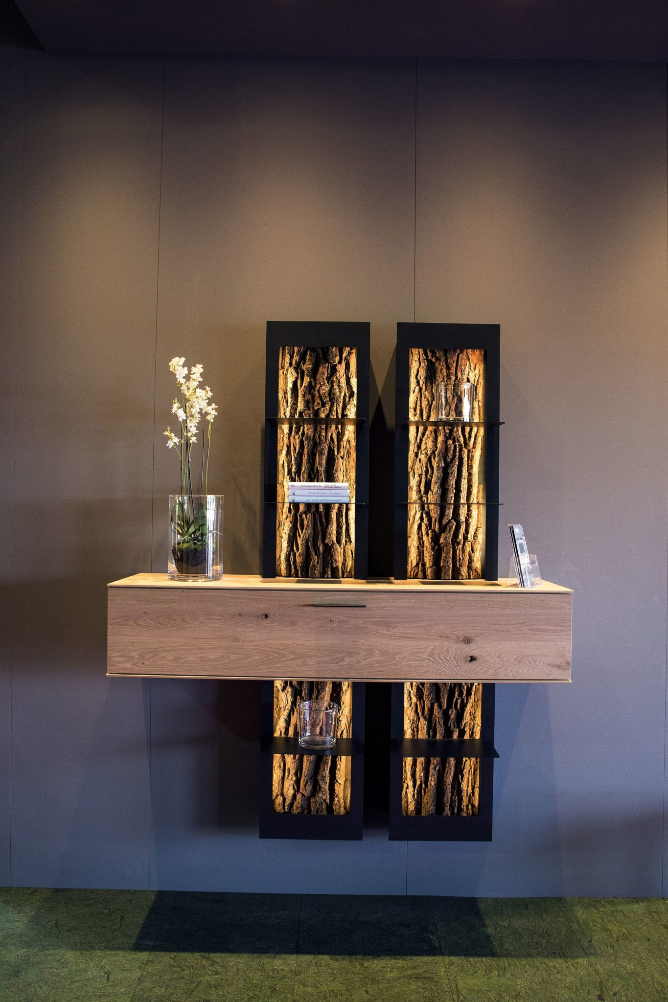 Stunning-contemporary-decor-from-Hartmann-couples-wood-with-space-savvy-deisgn