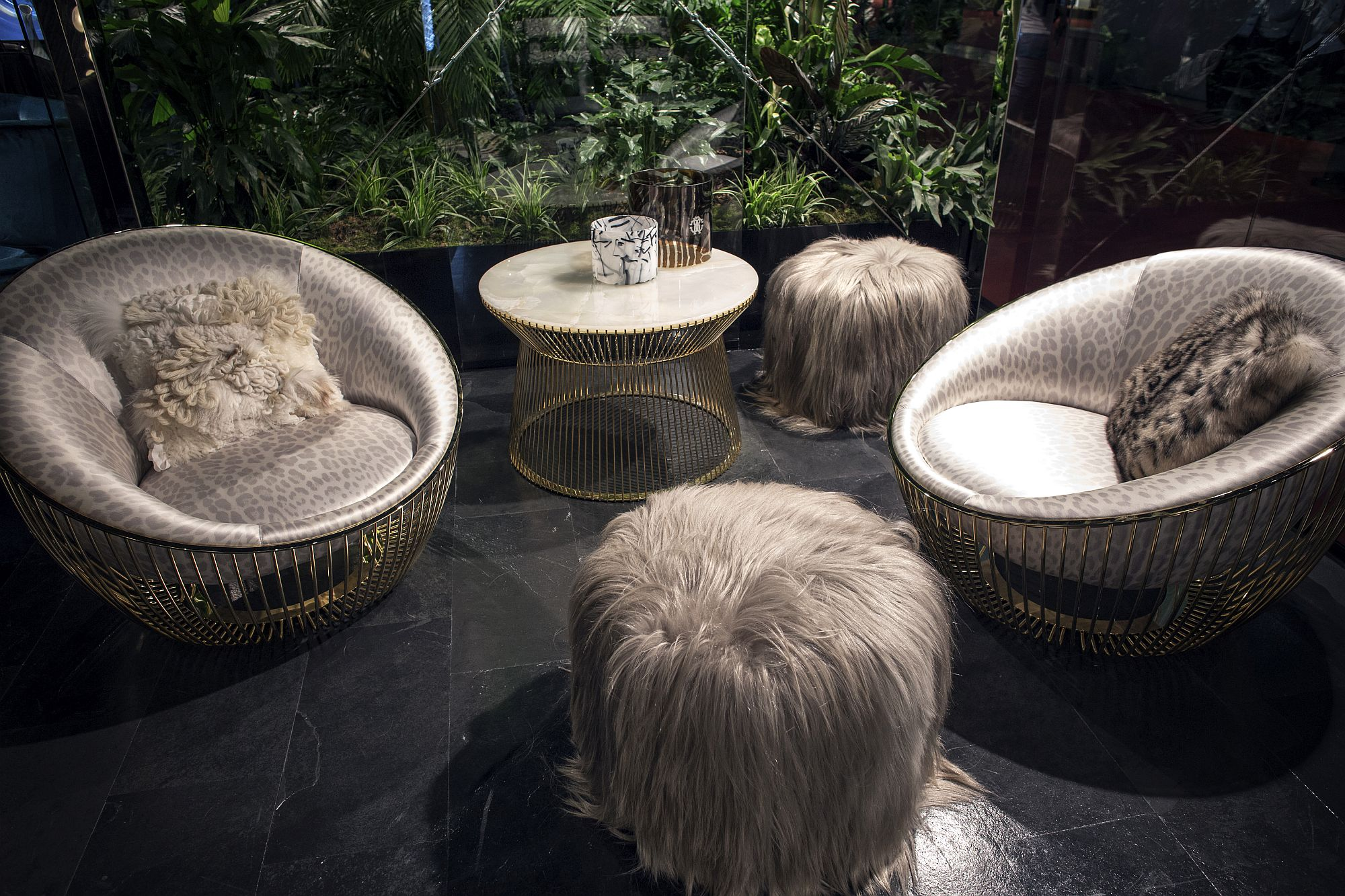 Trendy-decor-seems-inspired-by-the-Platner-classics