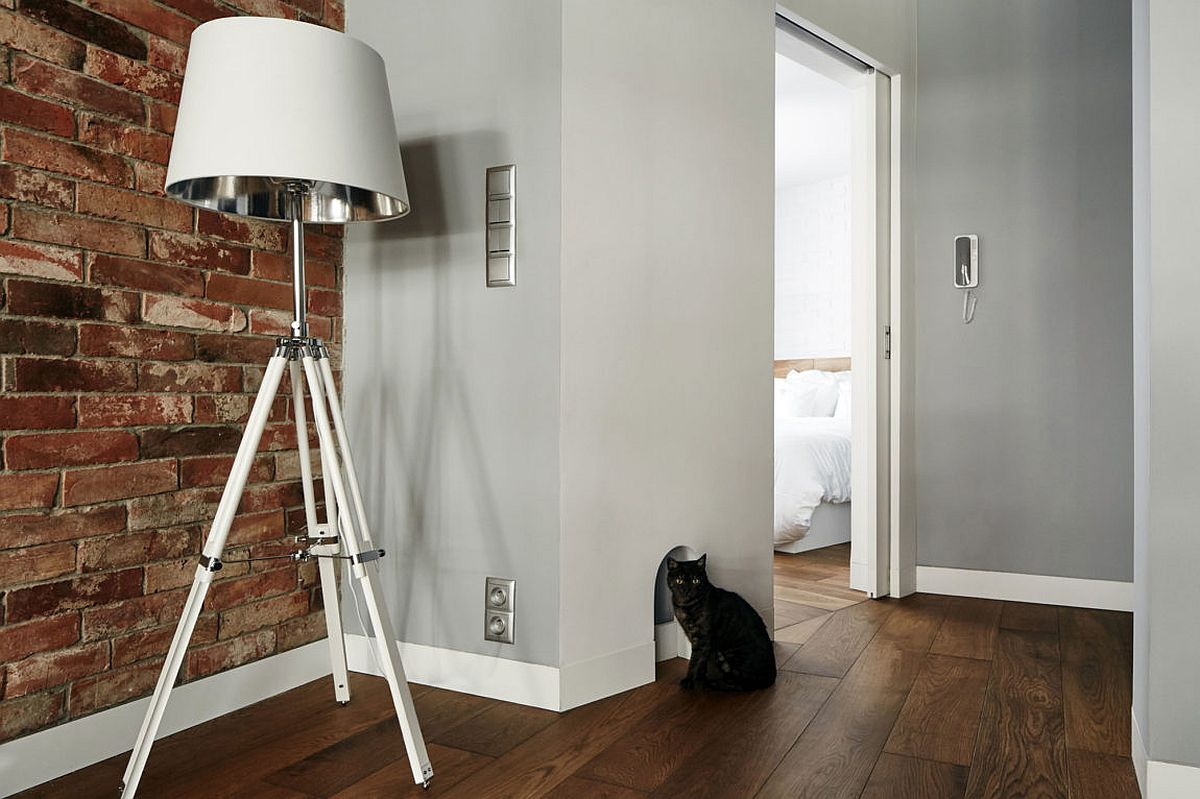 Tripod floor lamp in white for the living room corner