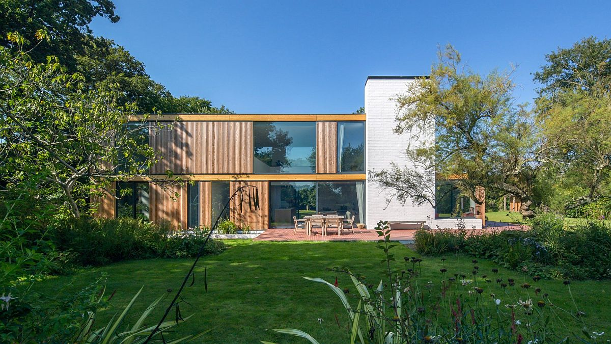 Windows combined with larch cladding to create a dynamic exterior