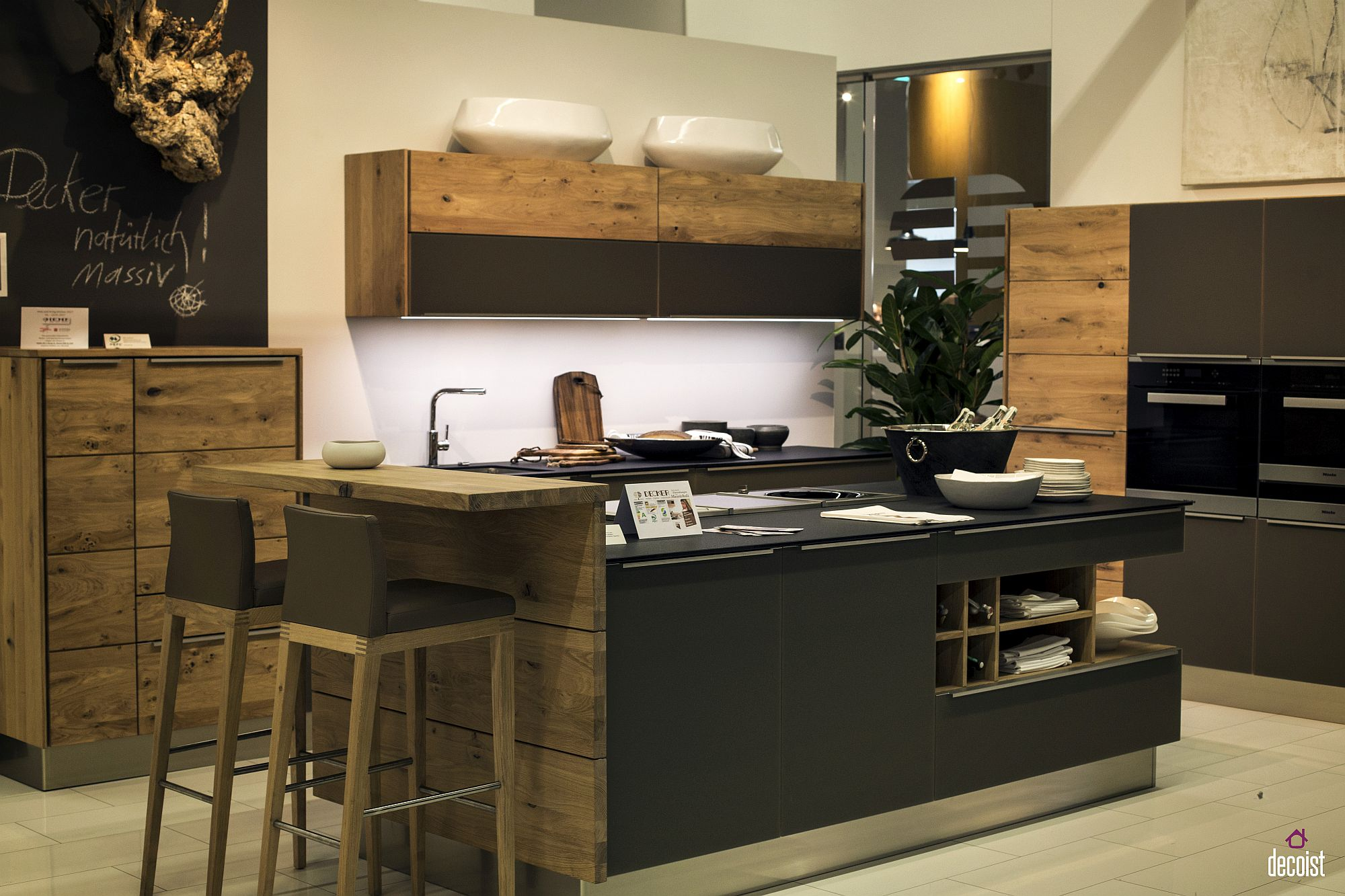 Wood combined with polished finishes to create an inimitable kitchen