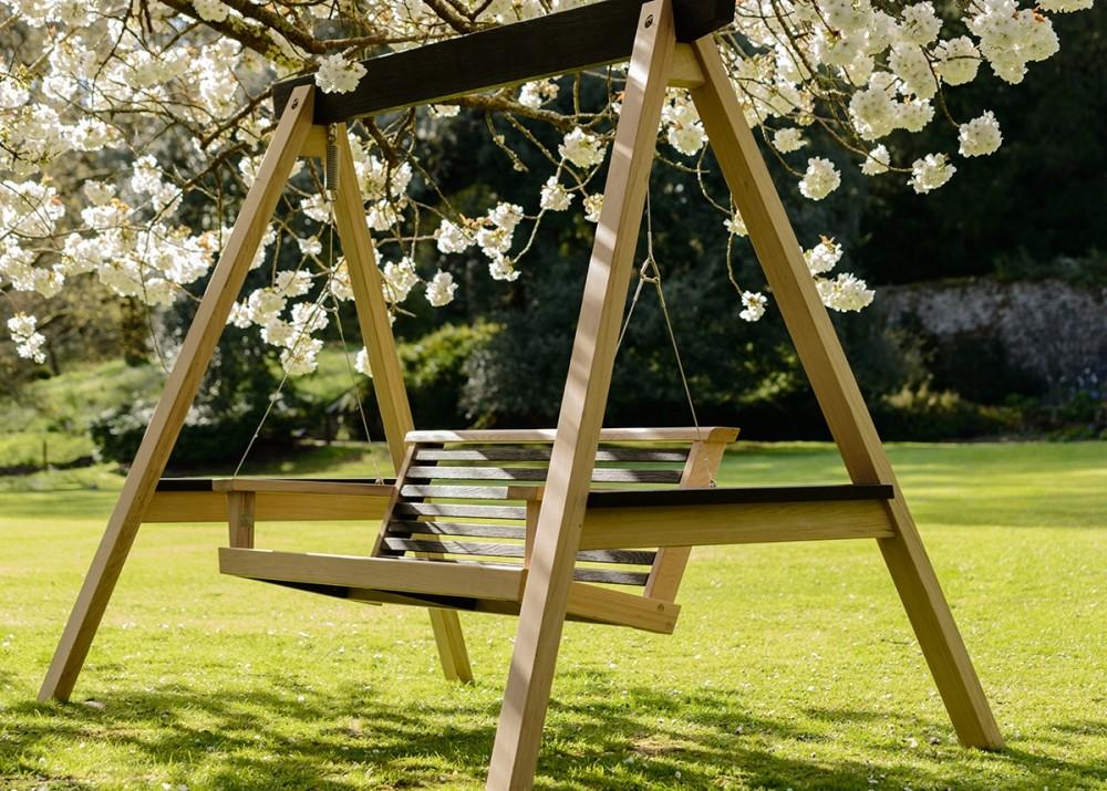 Garden swings the enchanting element in your backyard for Love making swing