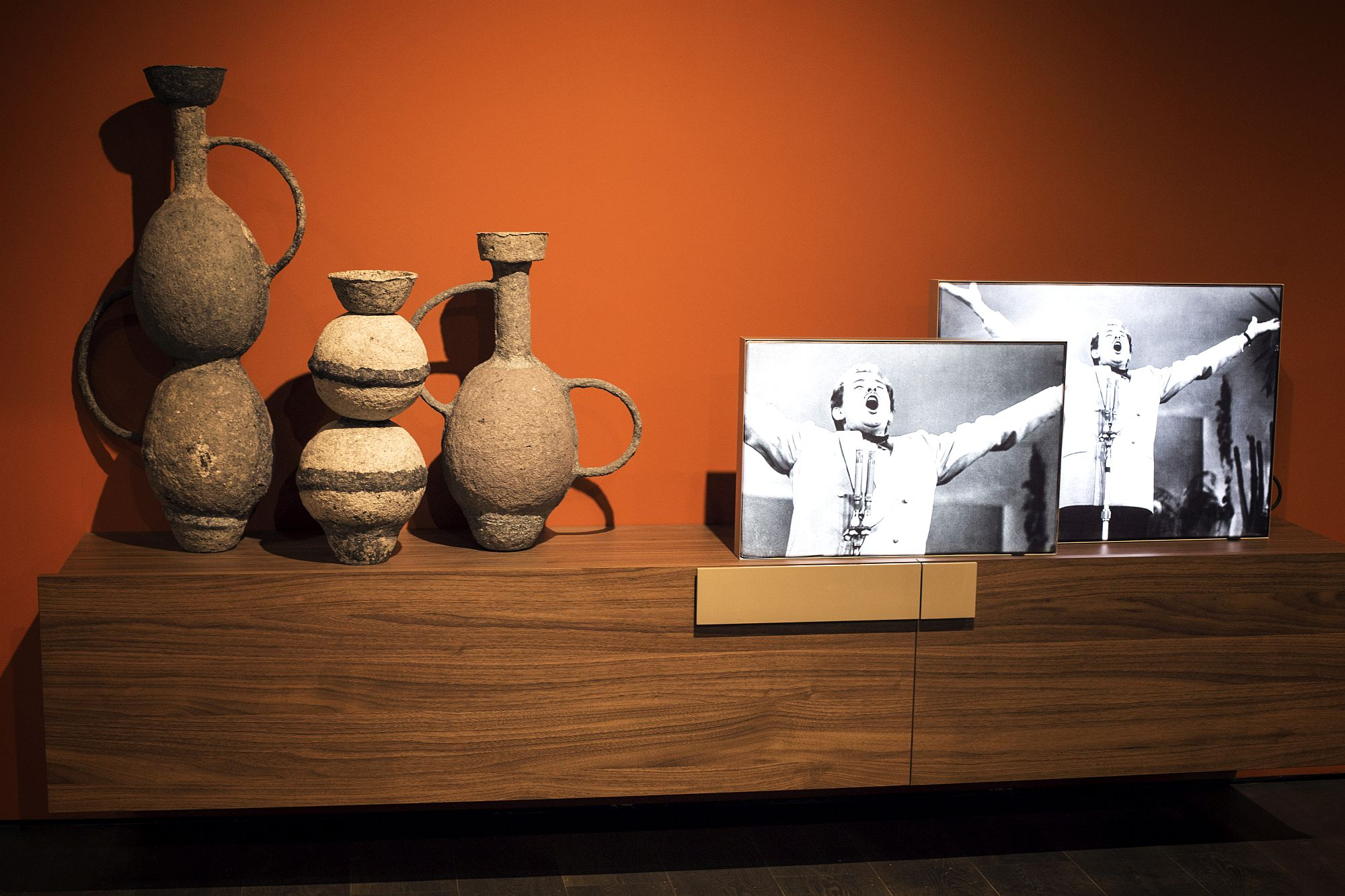A-dash-of-earthen-charm-for-the-modern-interior