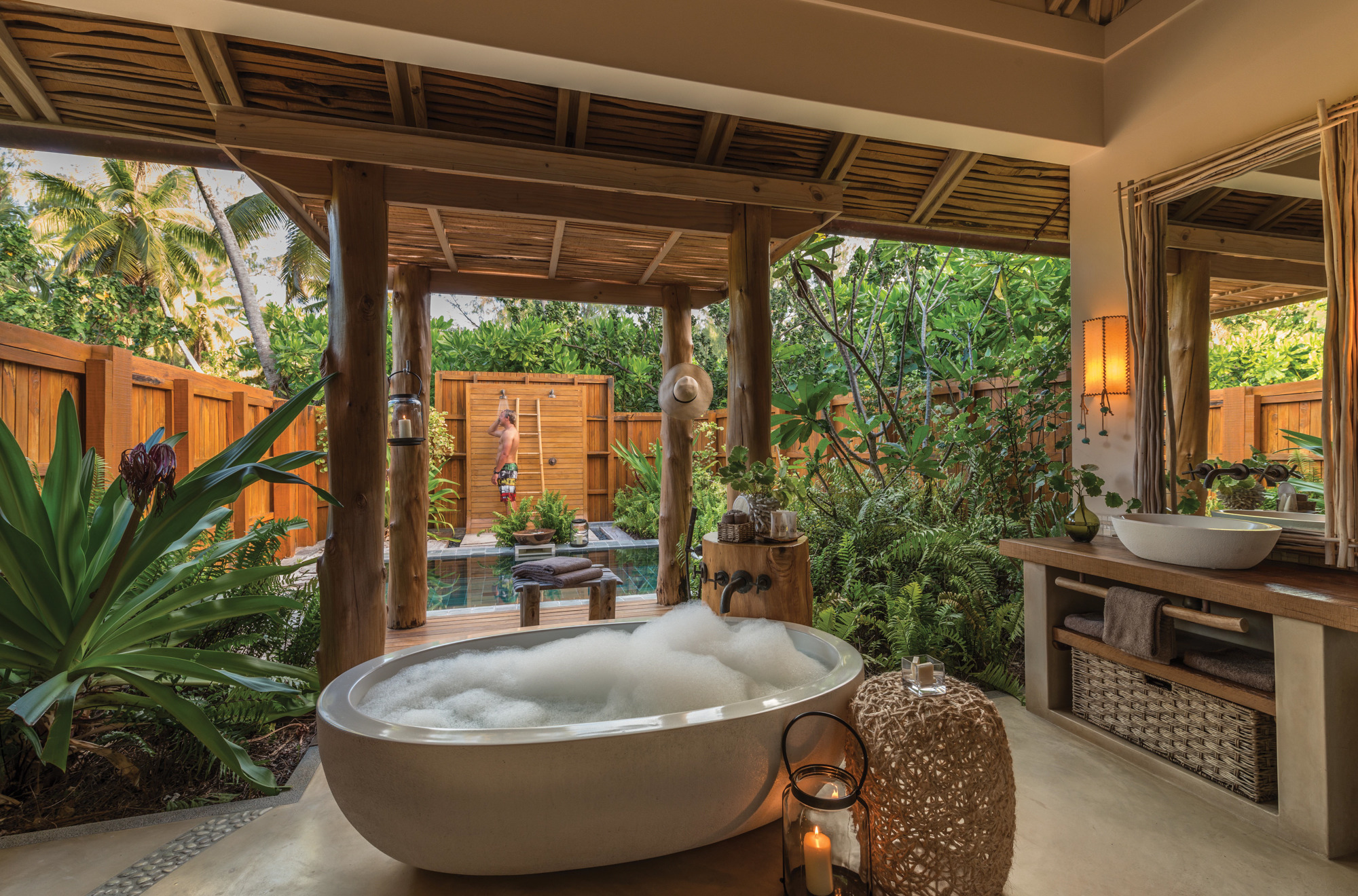 Rustic Outdoor Shower Ideas Part - 30: Natural Ambiance