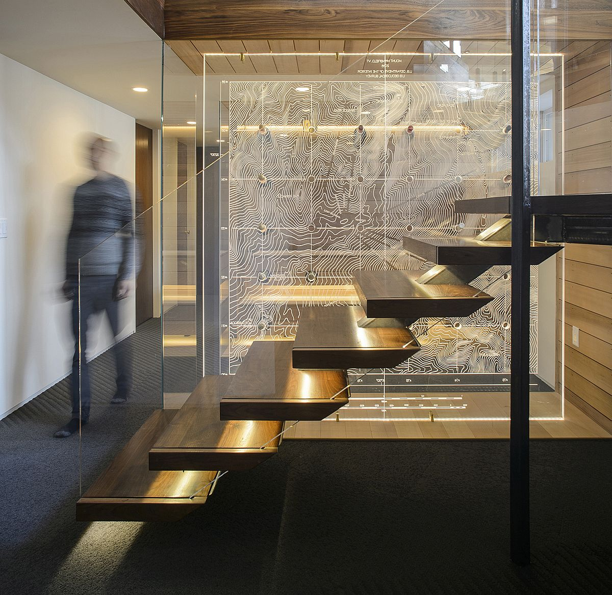 Beautifully-illuminated-floating-staircase-design