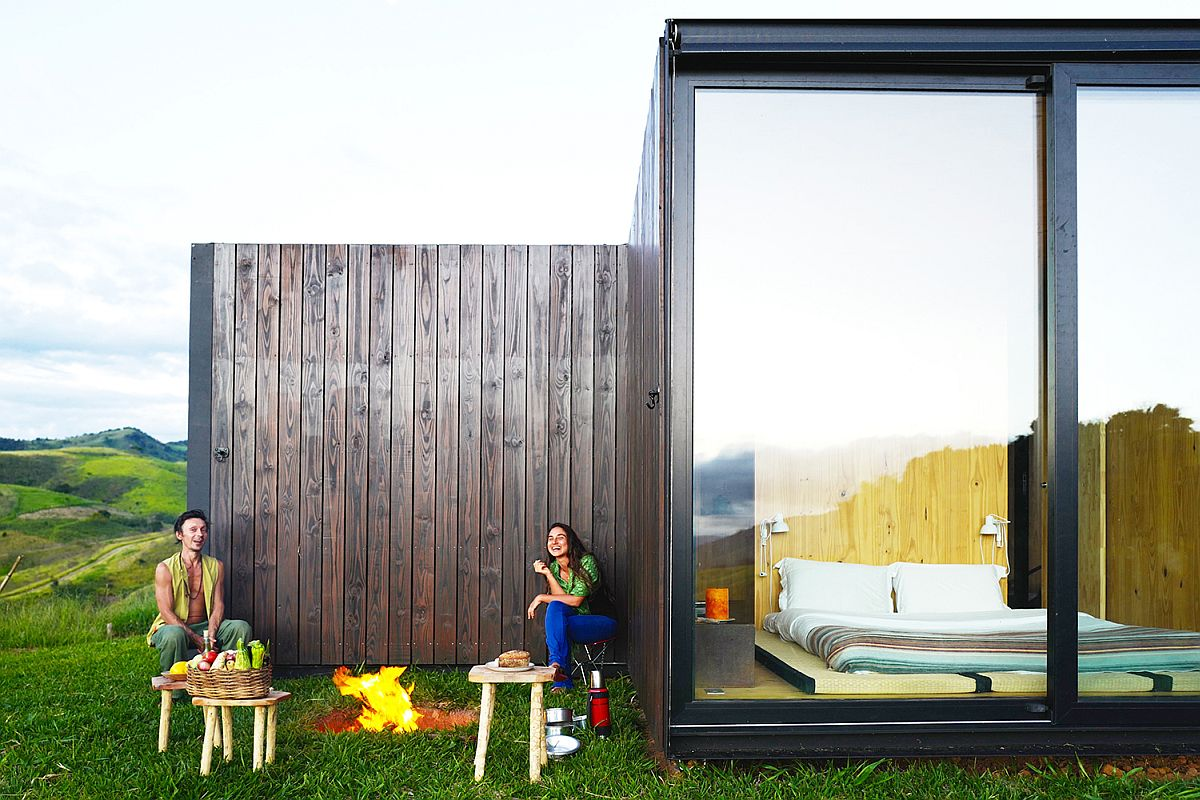 Bedrooms-occupy-the-wings-of-the-house-while-the-central-space-acts-as-the-living-room