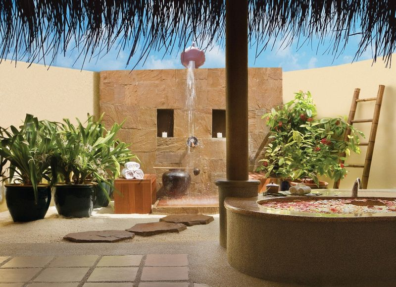 Big outdoor shower with a feeling of intimacy and affluence