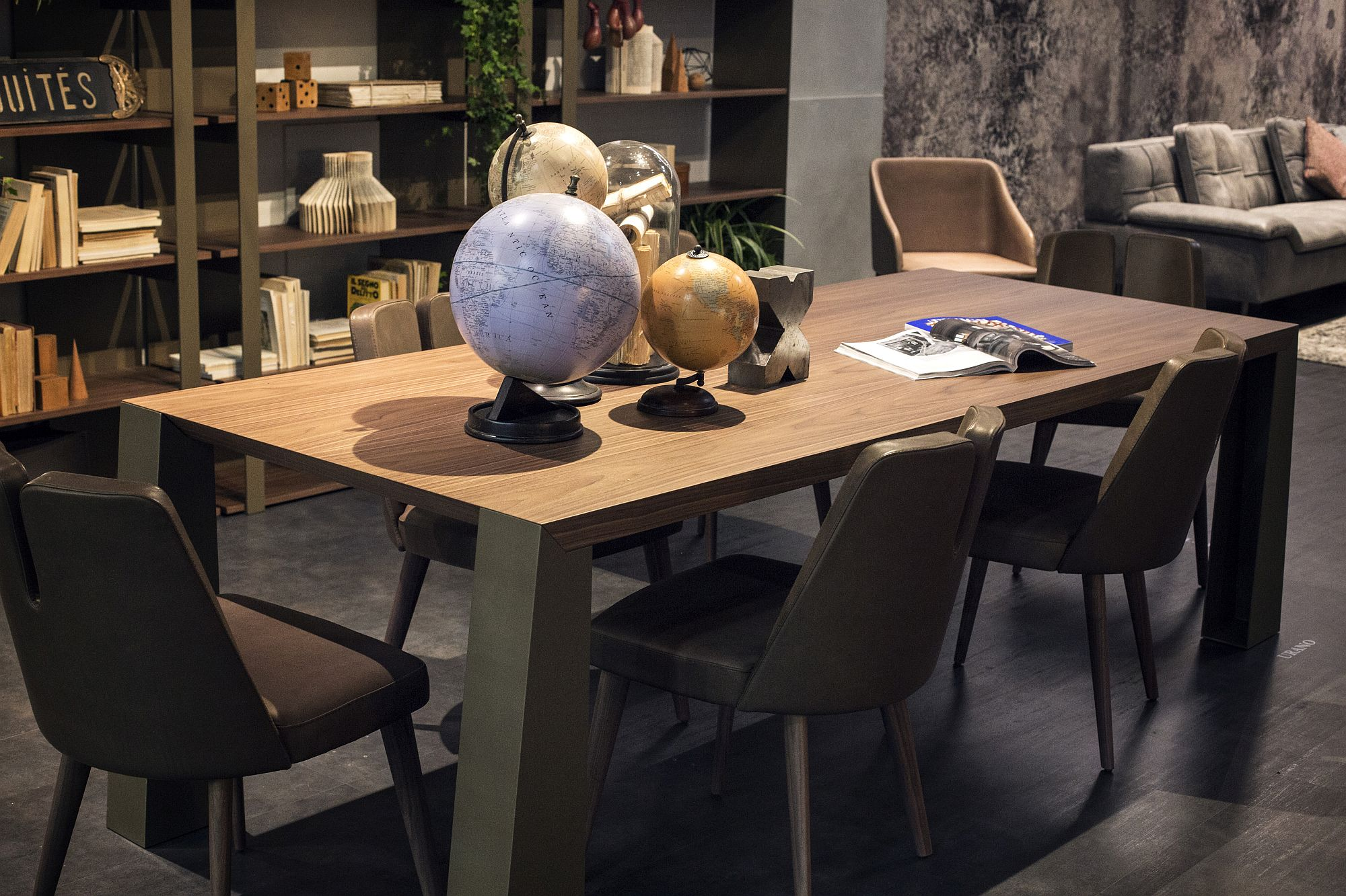 Collection-of-globes-and-maps-for-the-home-office-display