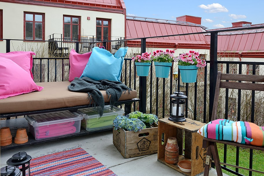 Colorful tiny balcony with harmonious and consistent decor
