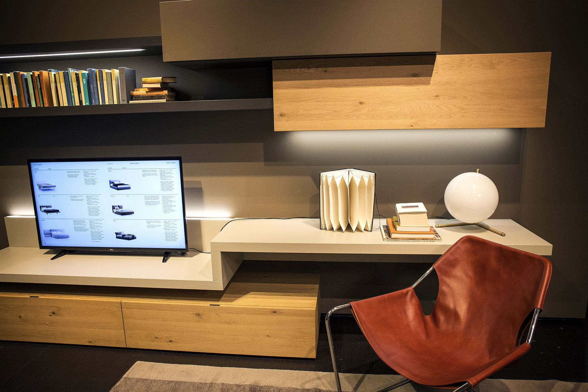 Comfy chair turns the floating shelf into an ergonomic workstation