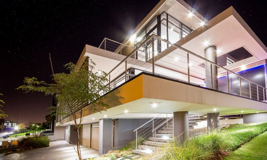 House Vista: Johannesburg Home Overlooking Lake and Golf Course