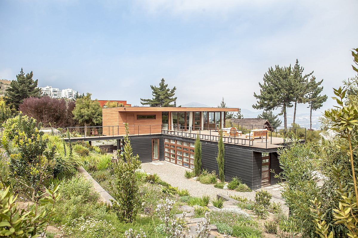 Contemporary-Cachagua-home-with-distant-ocean-views