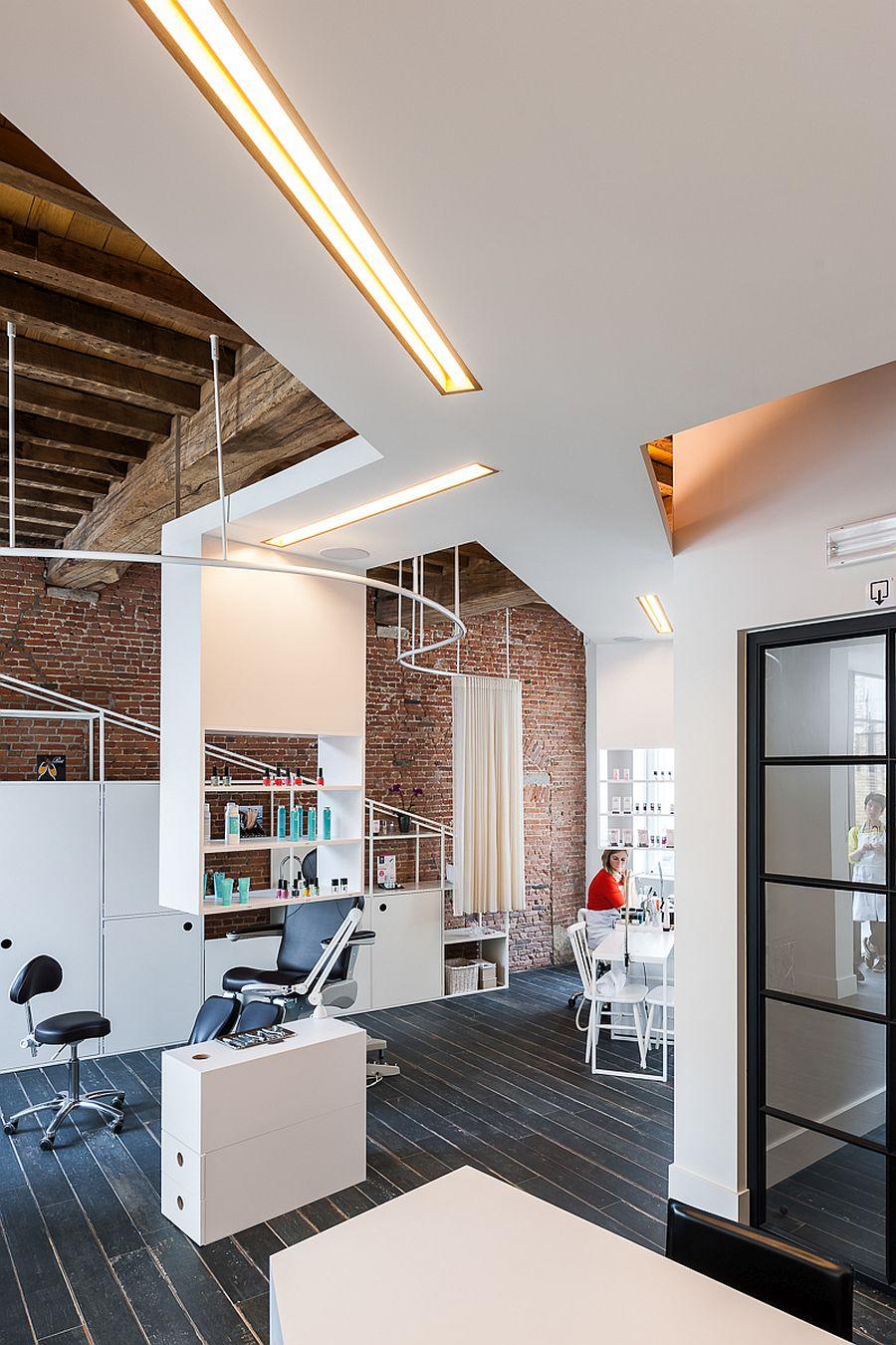 Continuous-white-ceiling-morphs-into-various-decor-pieces