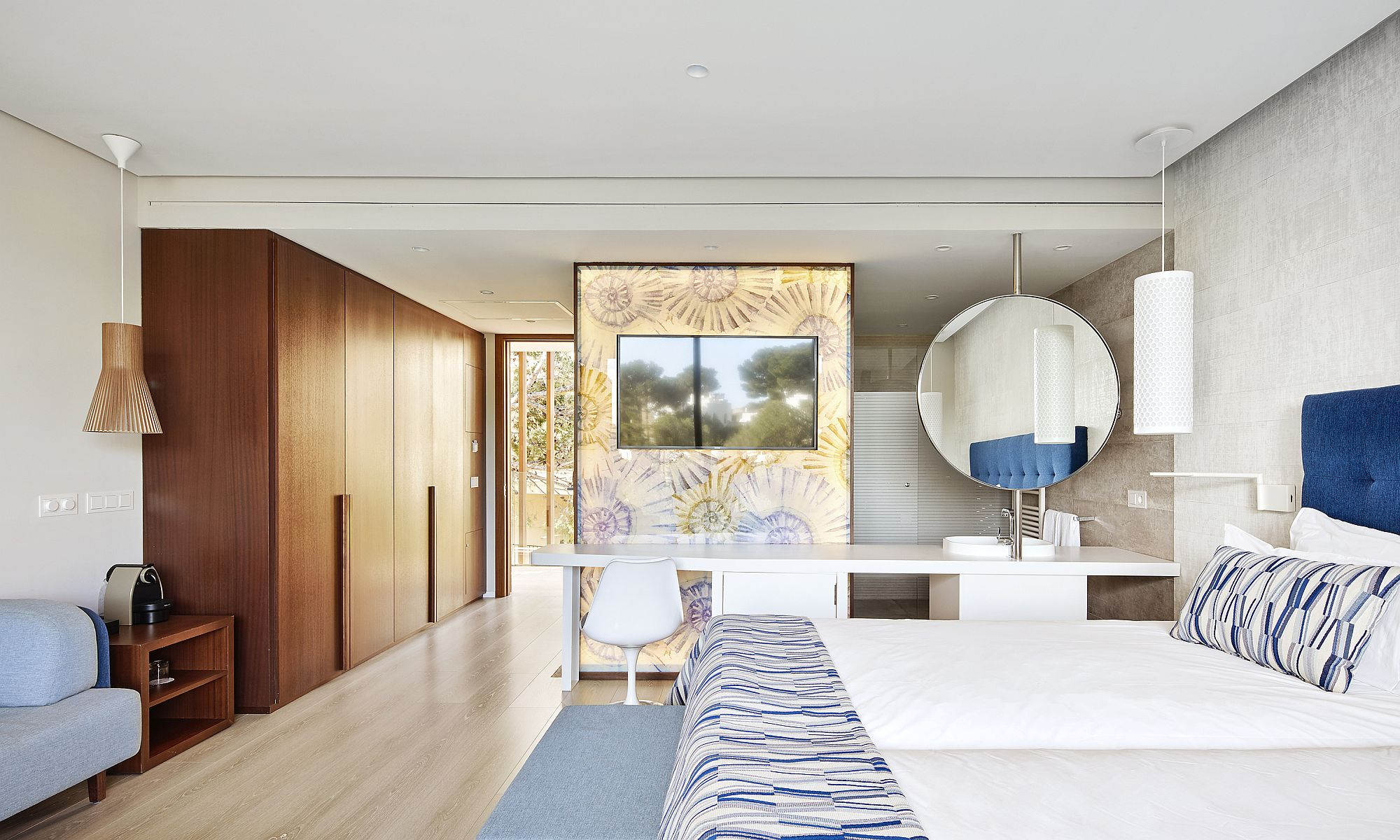 Custom-master-bedroom-design-utilizes-the-full-range-of-benefits-brought-in-by-KRION®-Solid-Surface-tiles