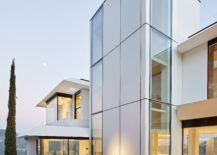 Cutting-edge-ceramic-tiles-combined-with-glass-and-wood-to-create-a-fabulous-modern-home-217x155