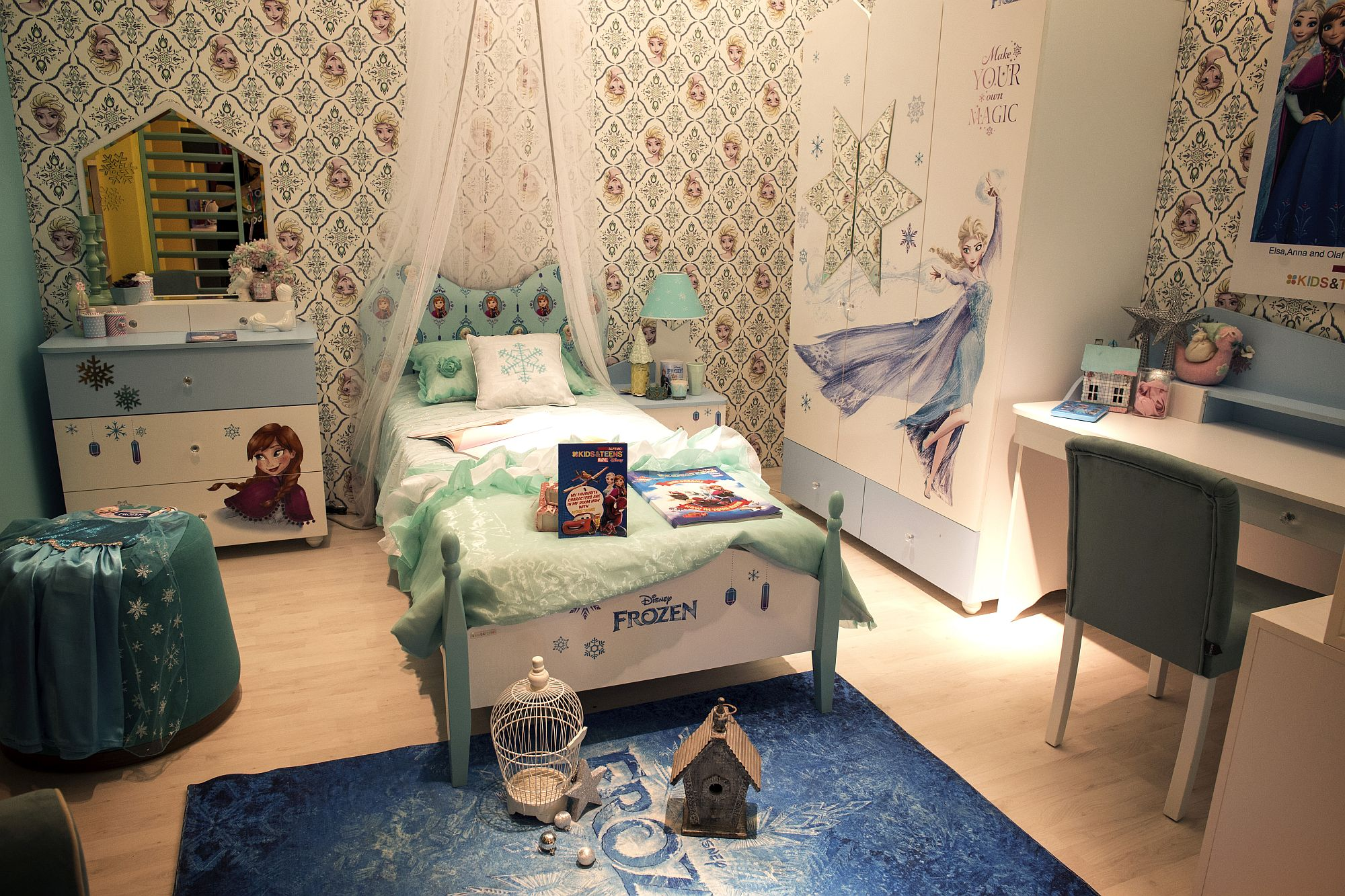 Disney Frozen themed girls' bedroom for your little princess