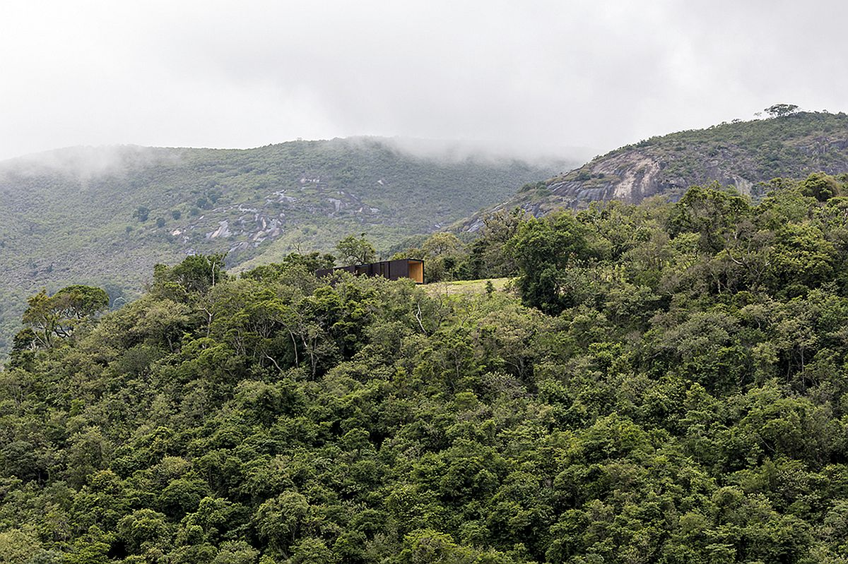 Exquisite-mountain-landscape-becomes-a-part-of-the-interior