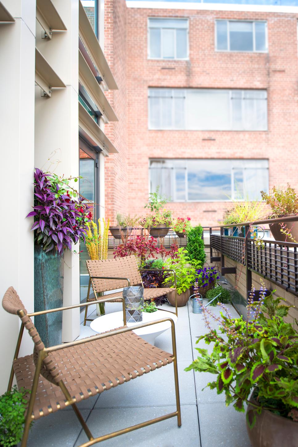 Small And Stylish Tiny Balconies That Utilize The Power