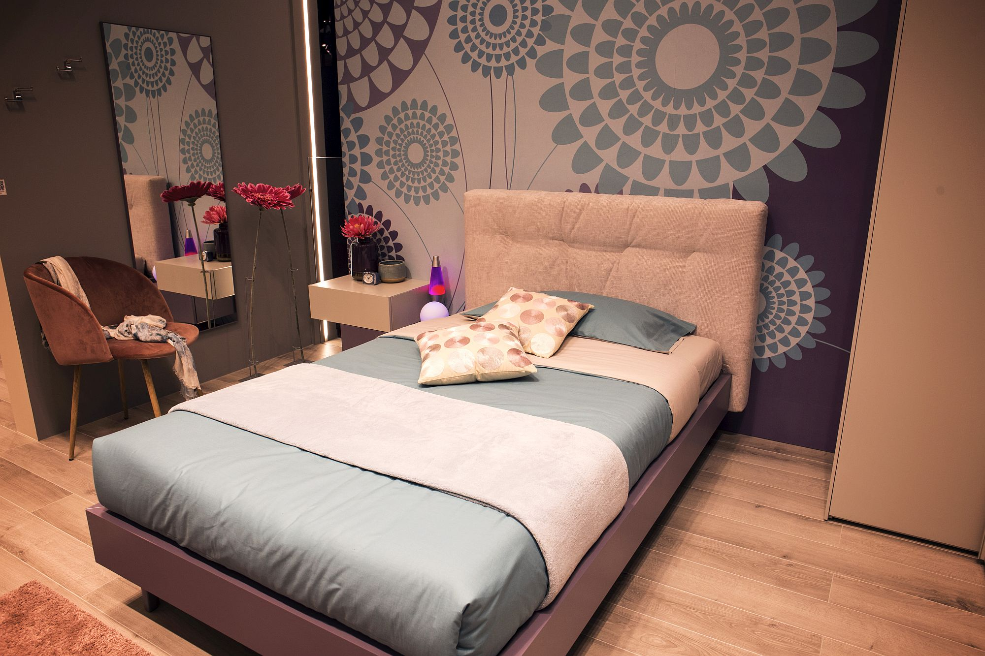 Flowers and the pattern of the backdrop add feminine charm to the girls' bedroom