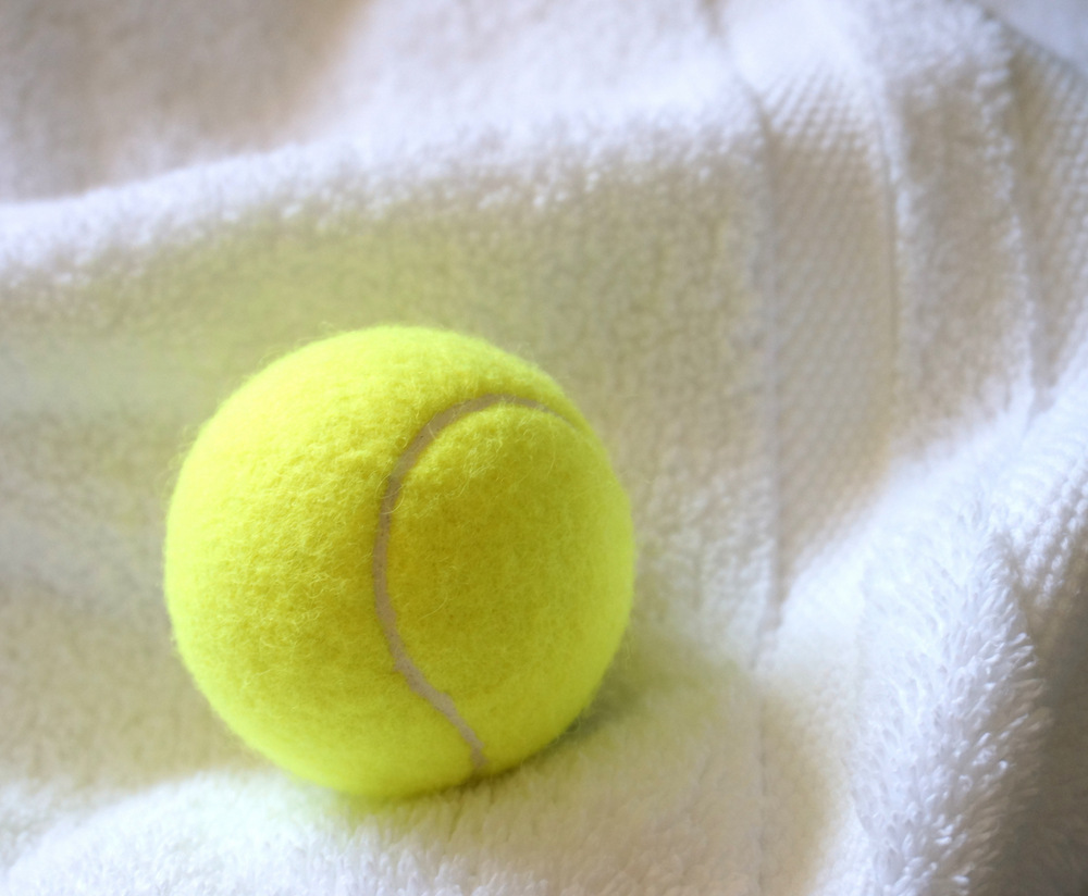 Fluff-towels-with-a-tennis-ball