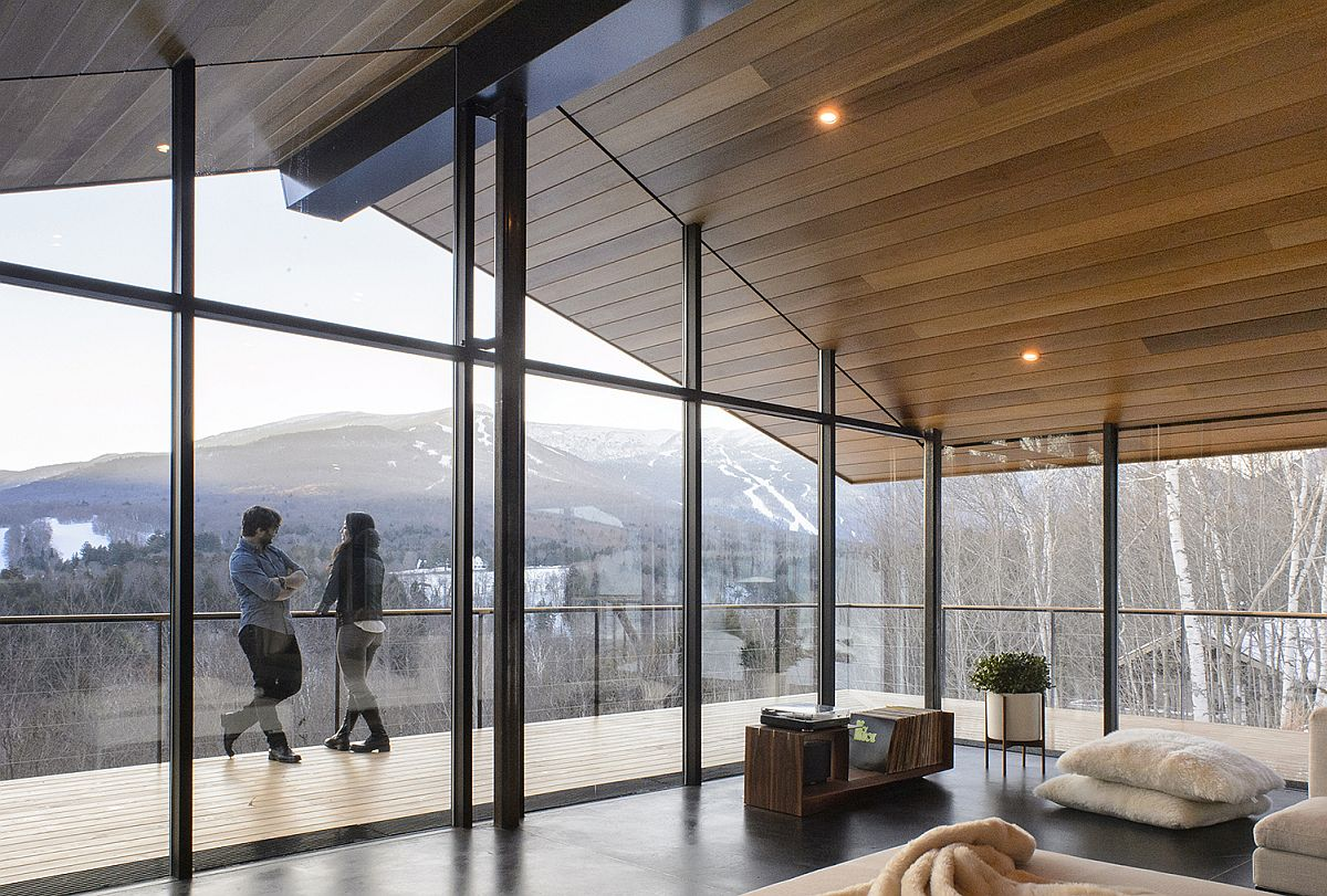 Glass-walls-and-doors-bring-the-mesmerizing-scenery-indoors