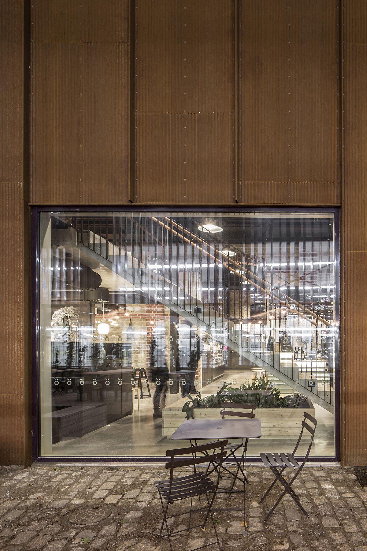 Glass-windows-bring-ventilation-into-the-market-complex