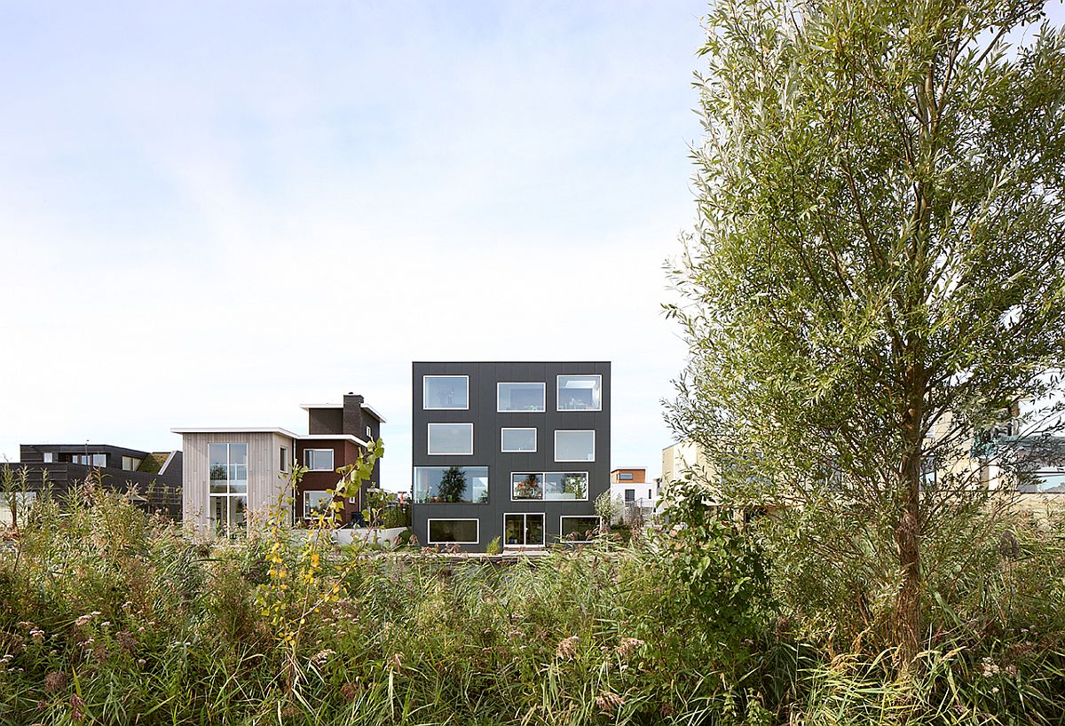 House with 11 View in Almere