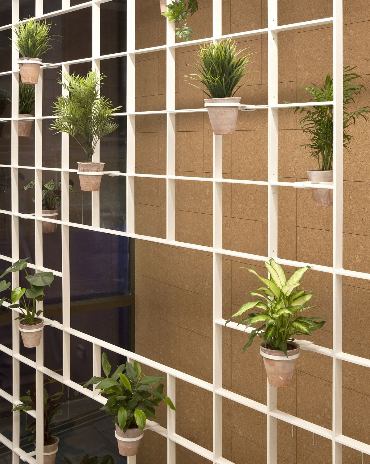 Innovative-design-of-the-grid-offers-ample-display-space-for-greenery