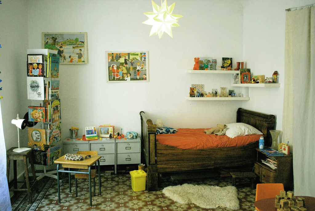Kids bedroom with a strong retro interior