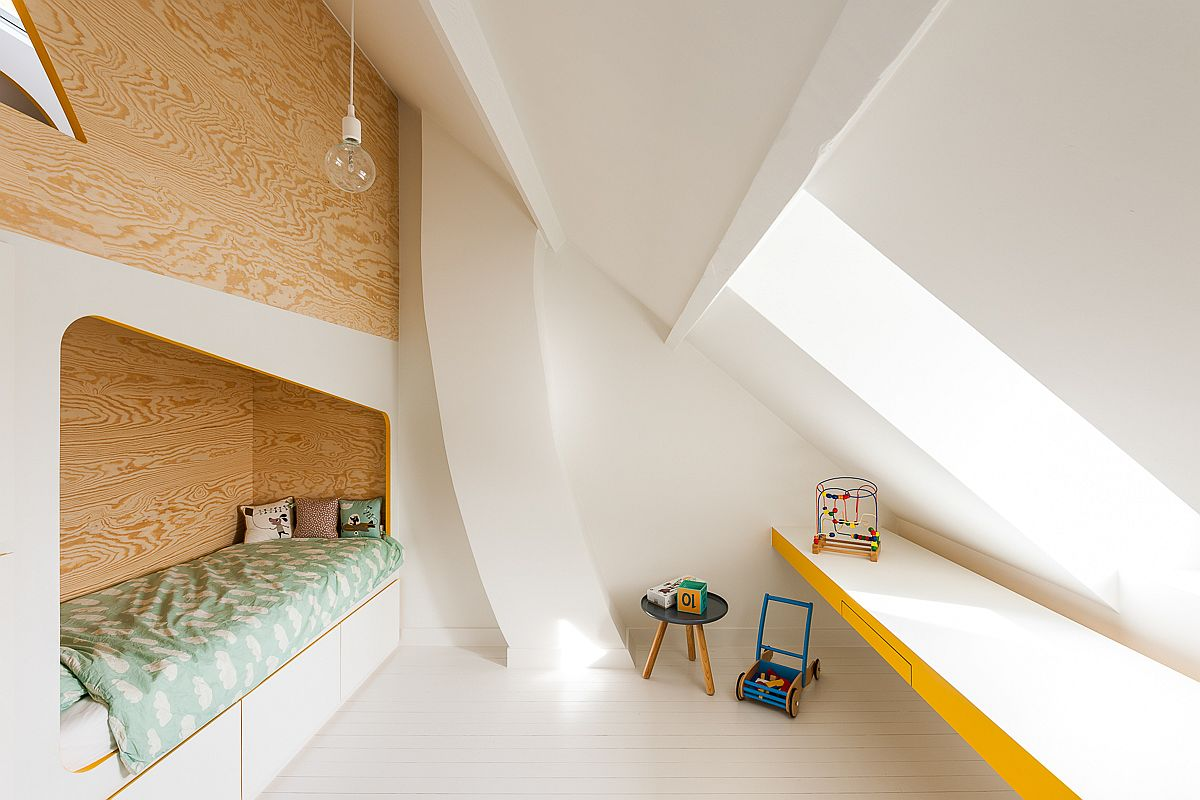 Large window brings light into the kids' room