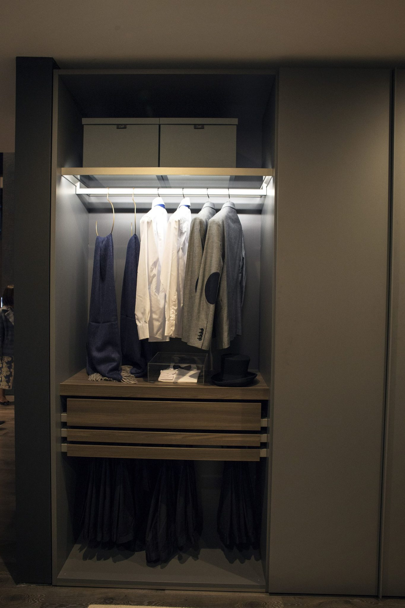Lighting the closet beautifully combines aesthetics with ergonomics