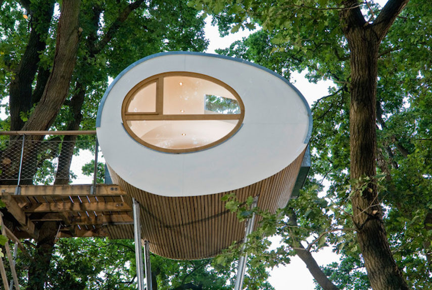 Little minimalistic treehouse pod