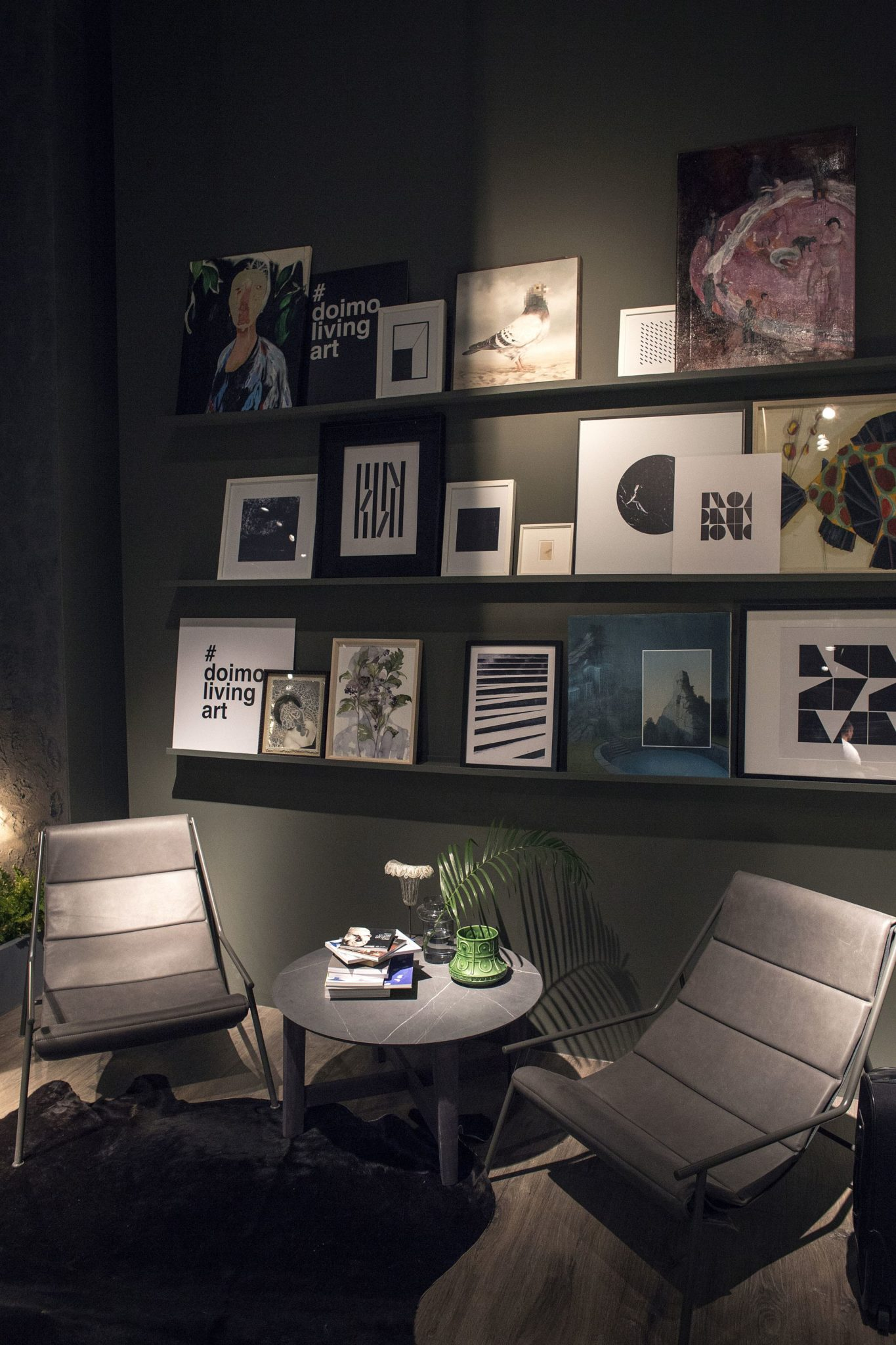 Living-room-gallery-wall-is-the-perfect-way-to-create-a-lovely-display