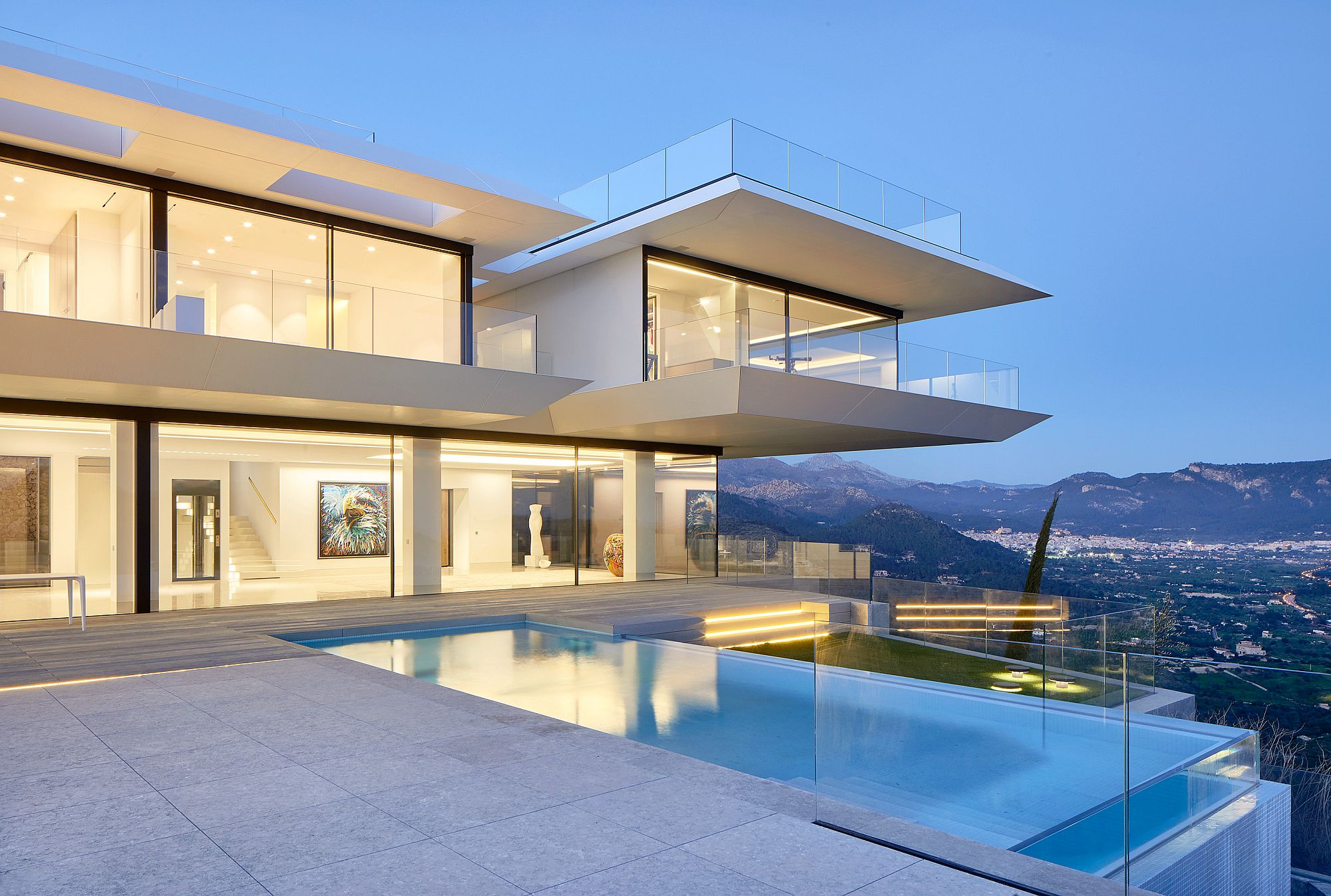 Mesmerizing-deck-and-pool-area-with-magical-views