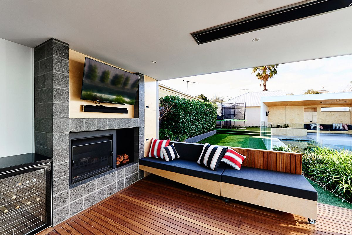 Minibar, fireplace and TV for the outdoor hangout and deck