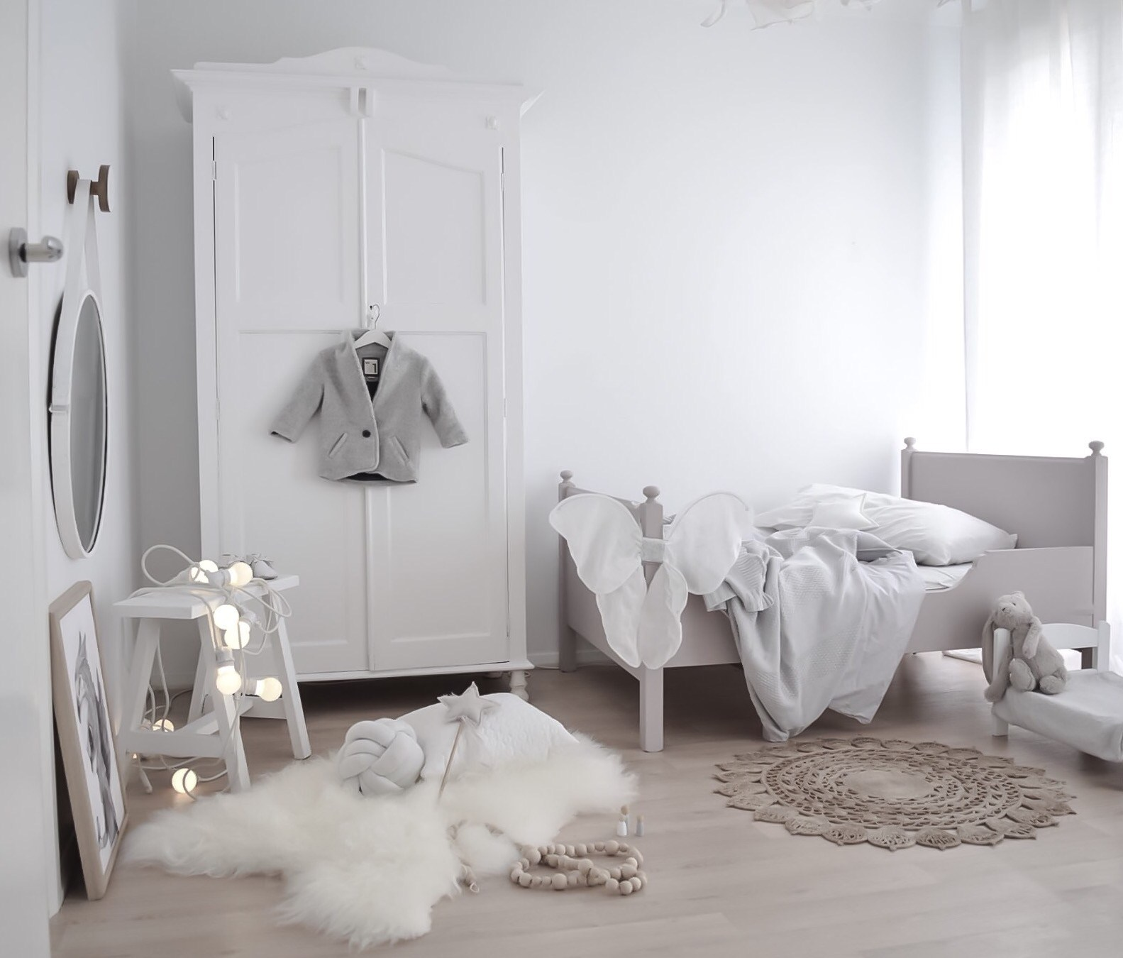 Minimalistic and neutral vintage kids room