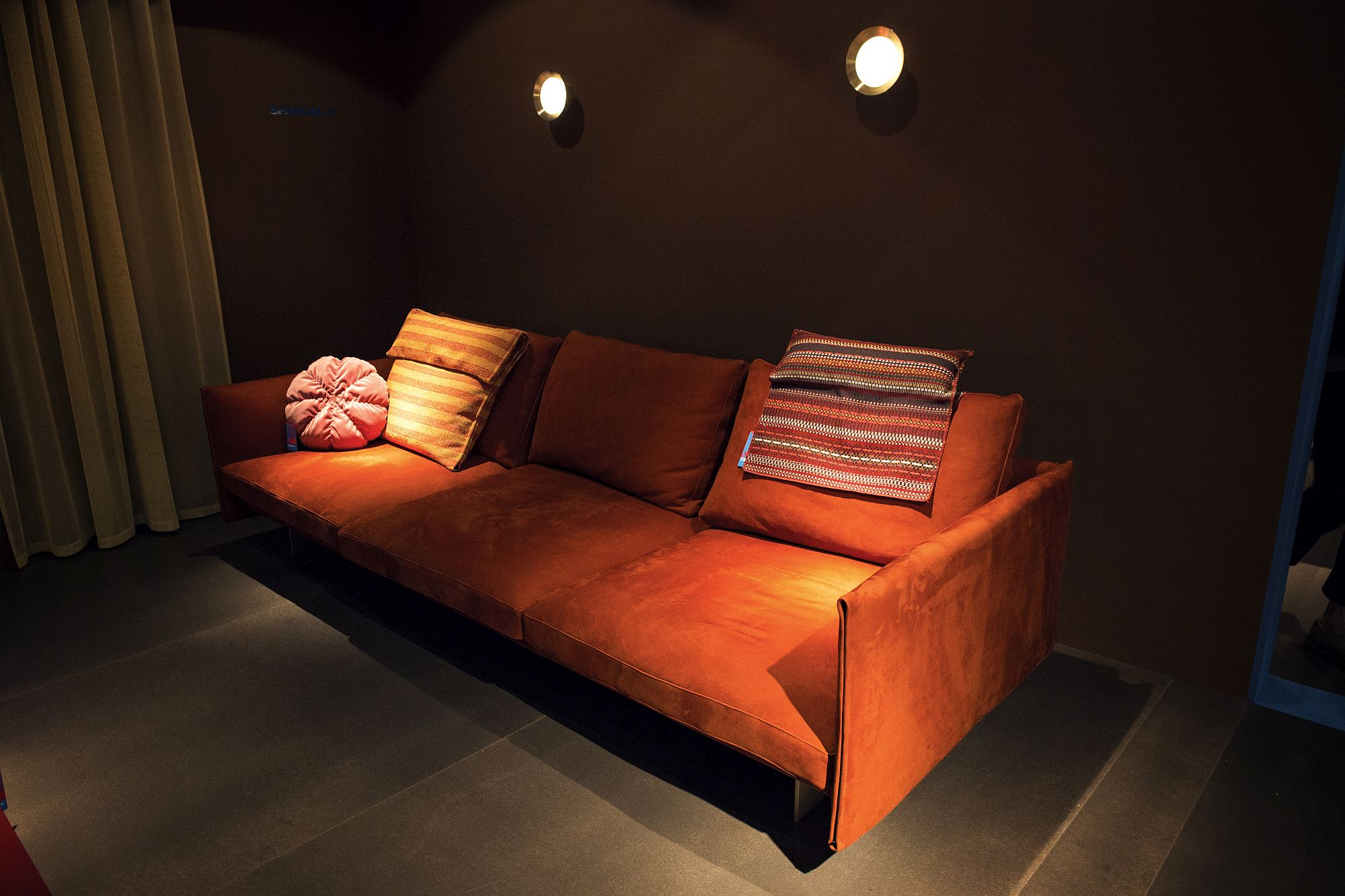 Modern orange couch for those who absolutely love orange spunk!