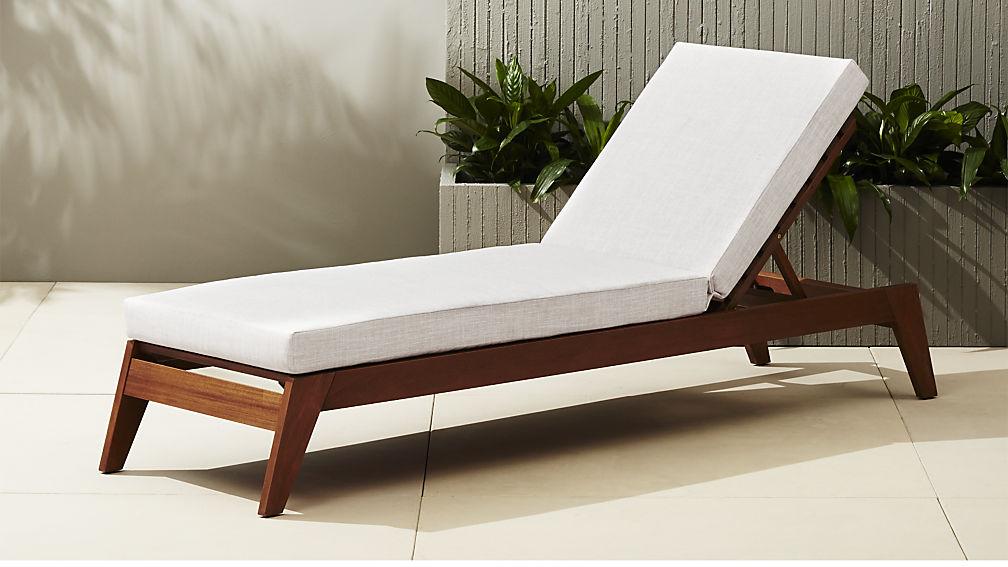 Modern-outdoor-lounger