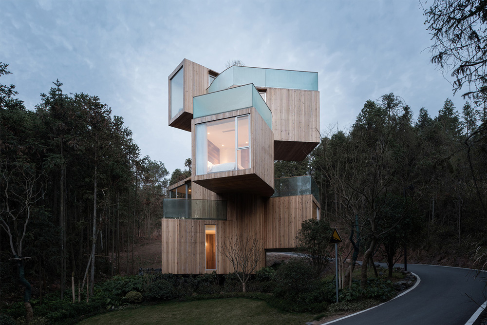 Modern treehouse with a refined exterior and incorporated greenery