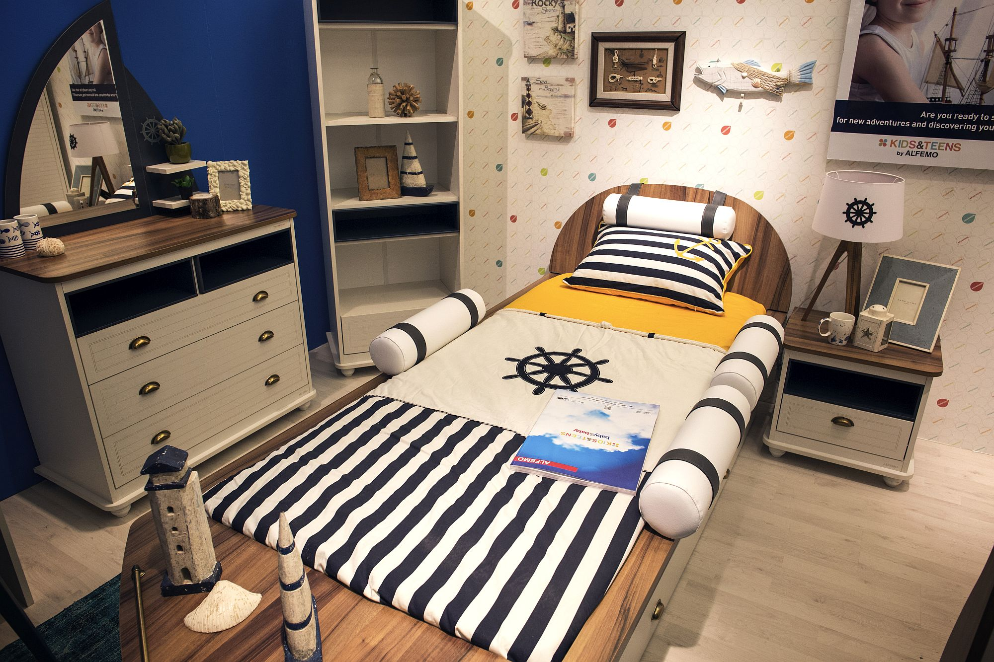 Nautical style kids bedroom in blue and white