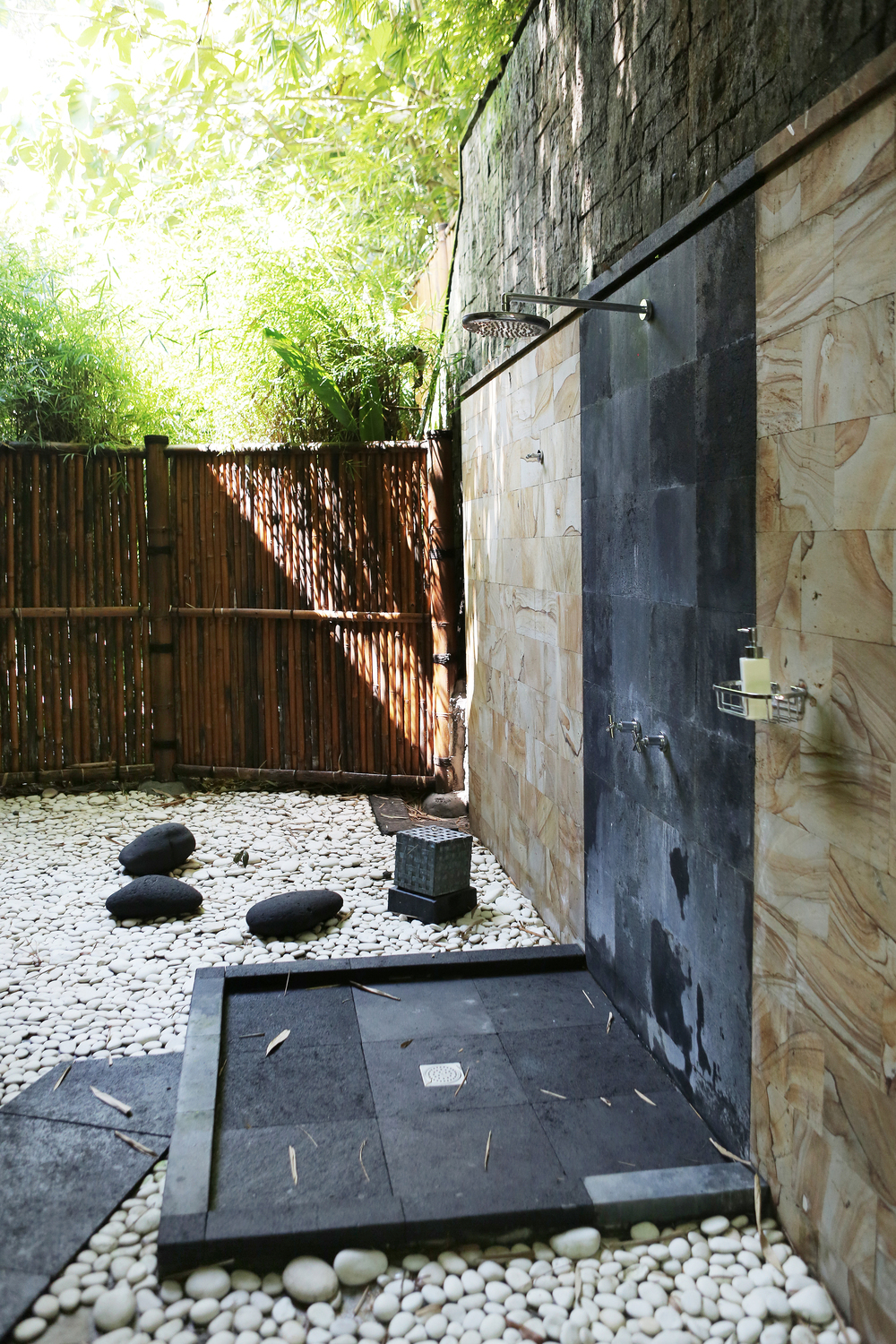 Outdoor shower with a balanced dark and light decor
