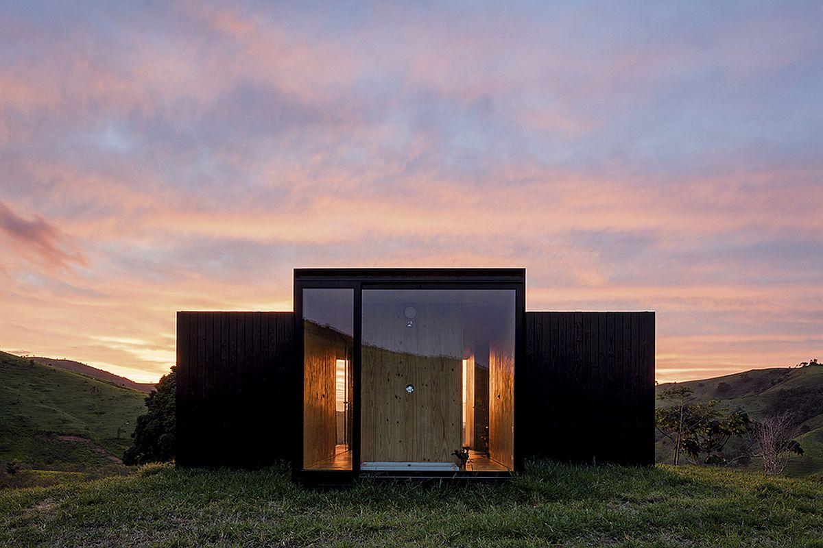 Prefabricated retreats in the mountain by MAPA