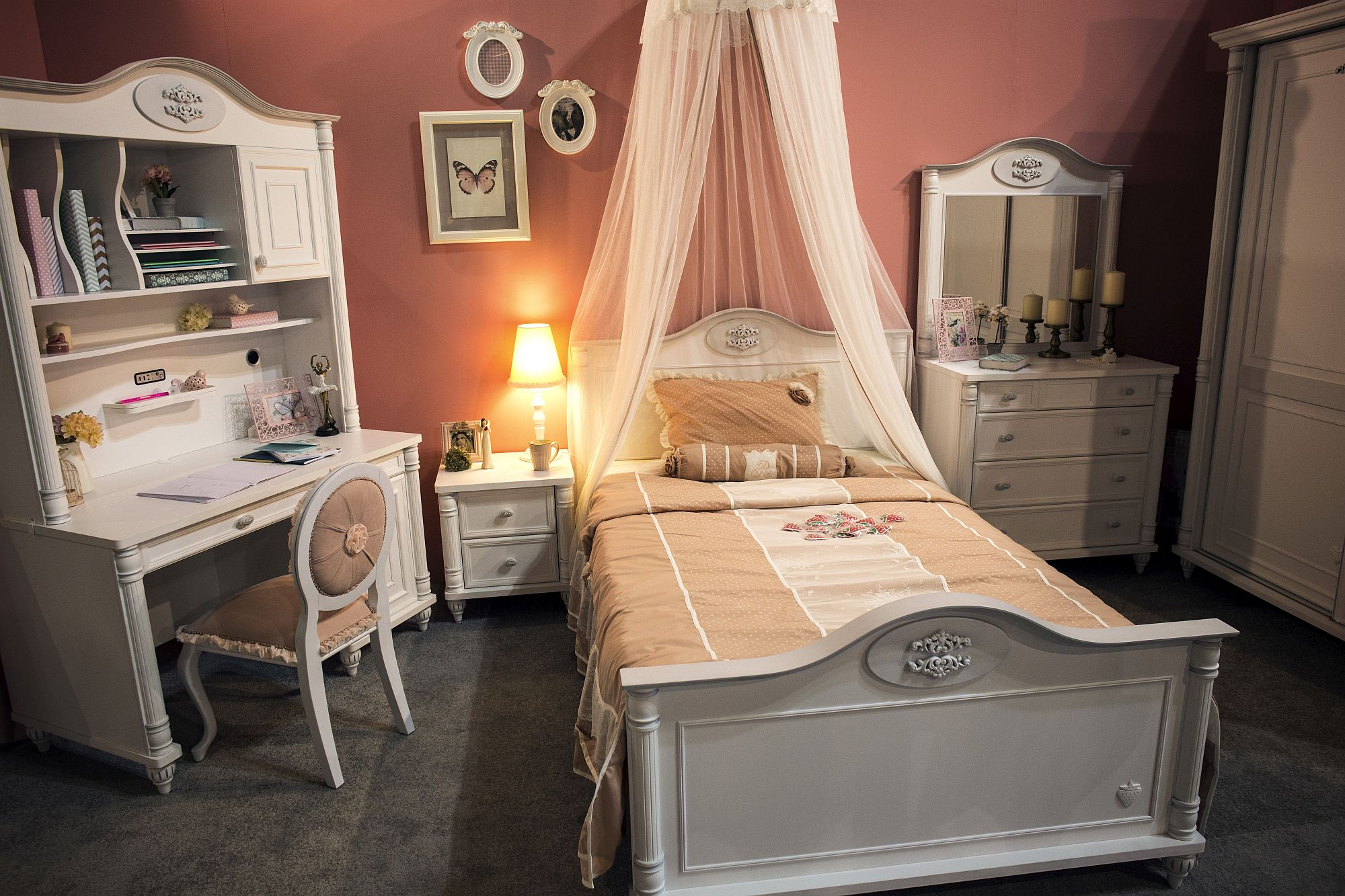 Princess theme tween bedroom in pink and white