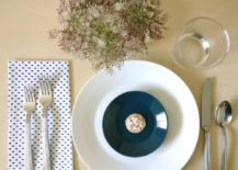 Refreshing table setting with flowers 217x155 A Refreshing Summer Table Setting: 2 Ways