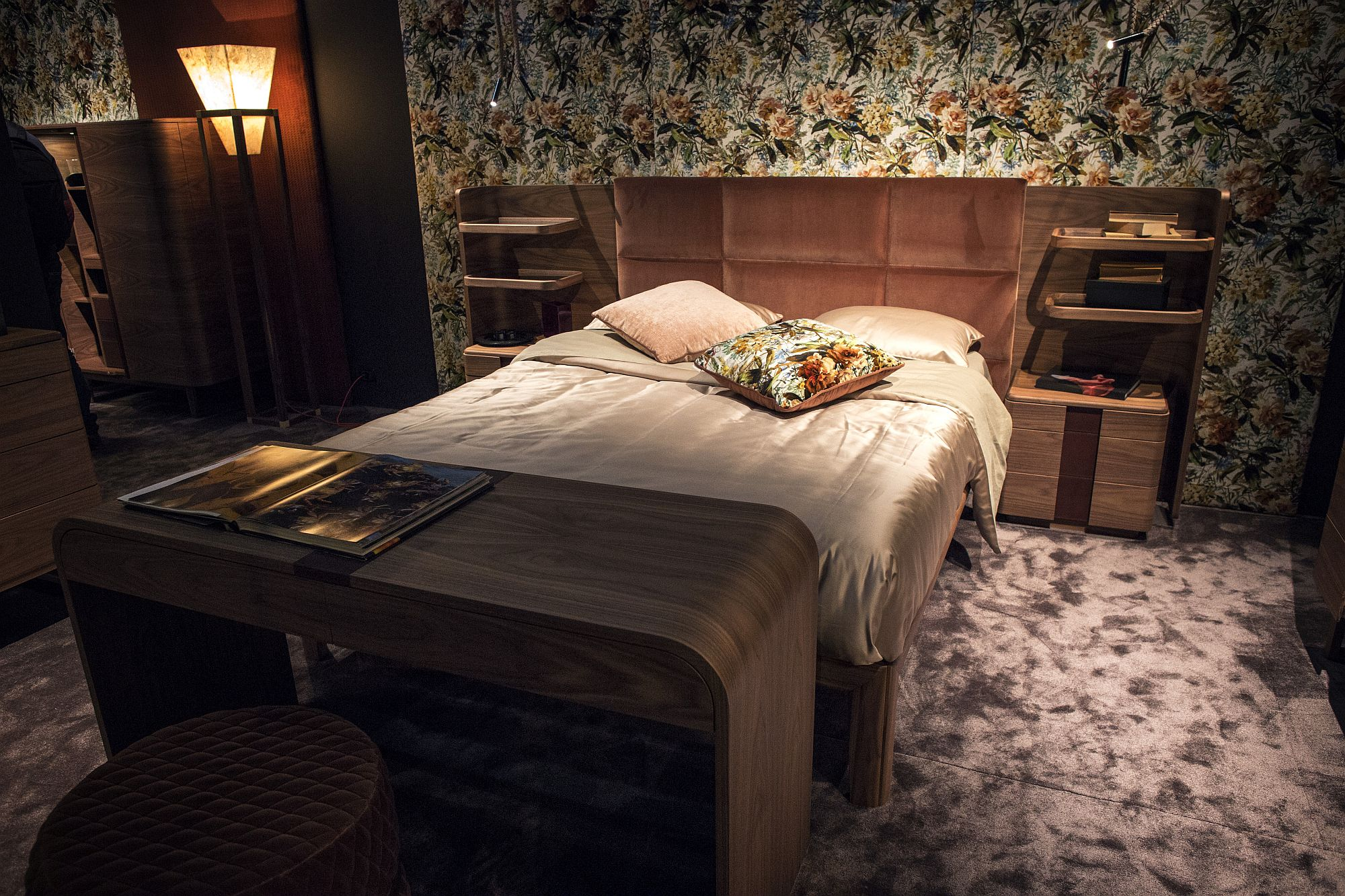 Repeating-floral-patterns-make-a-big-impact-in-the-bedroom